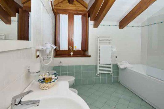 bagno-villa-maria-amalfi